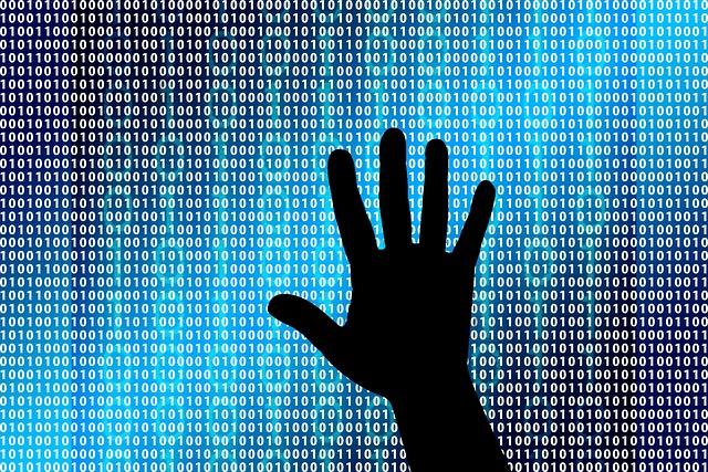 cyber útok a ruka