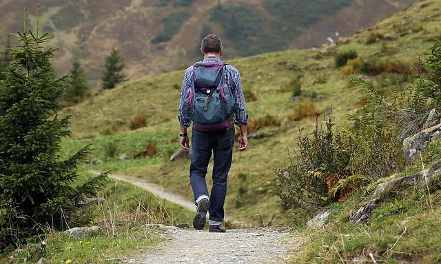 turista s batohem