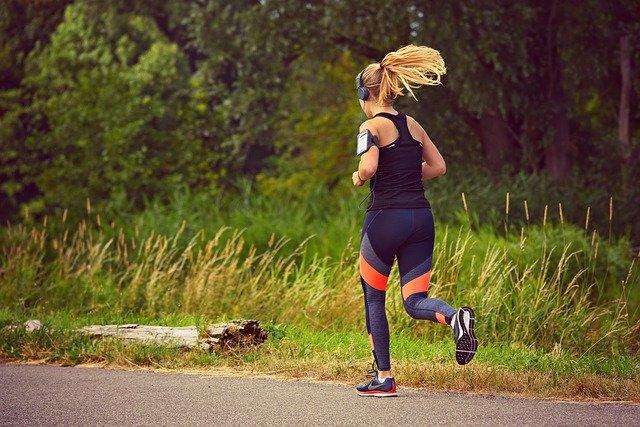 neprofesionální sportovkyně při běhu.jpg
